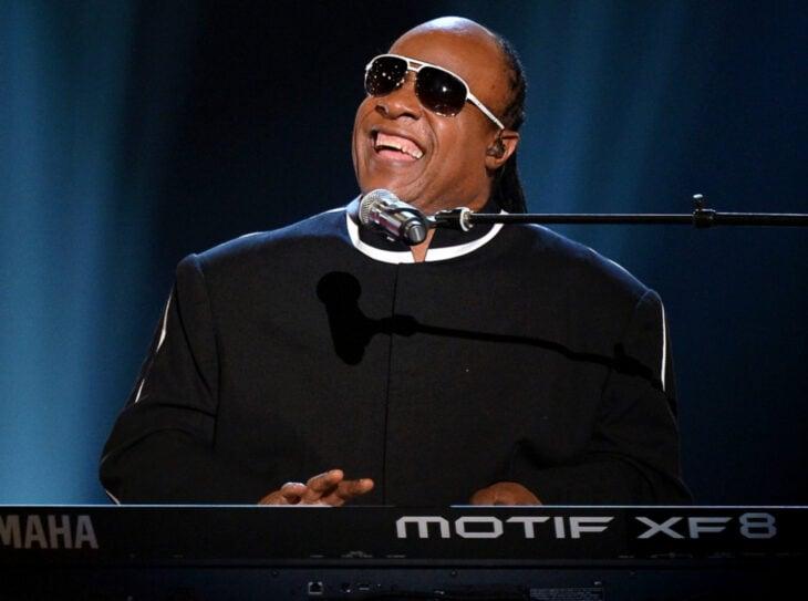 Teorías conspirativas de famosos; Stevie Wonder no era ciego