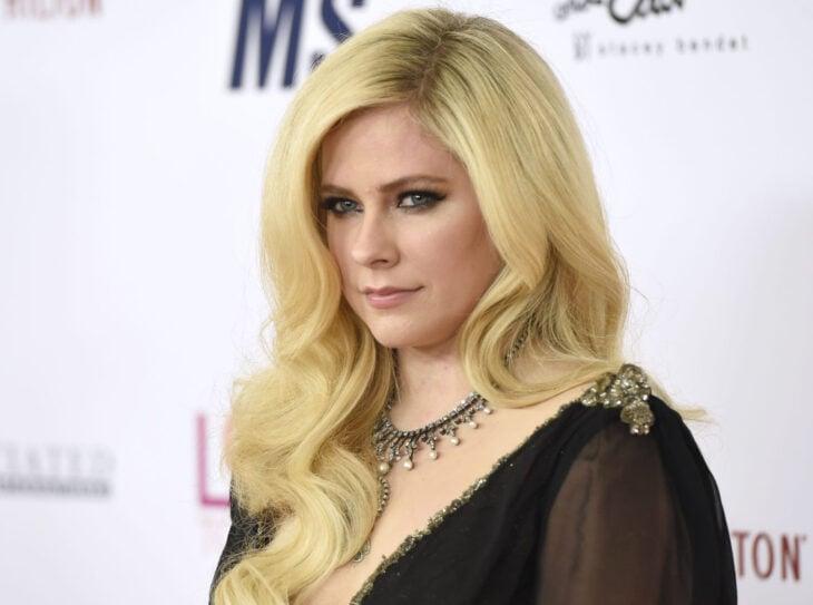 Teorías conspirativas de famosos; Avril Lavigne fue reemplazada