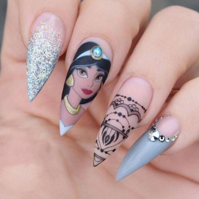 Disney-inspired manicure from the movie 'Aladdin'