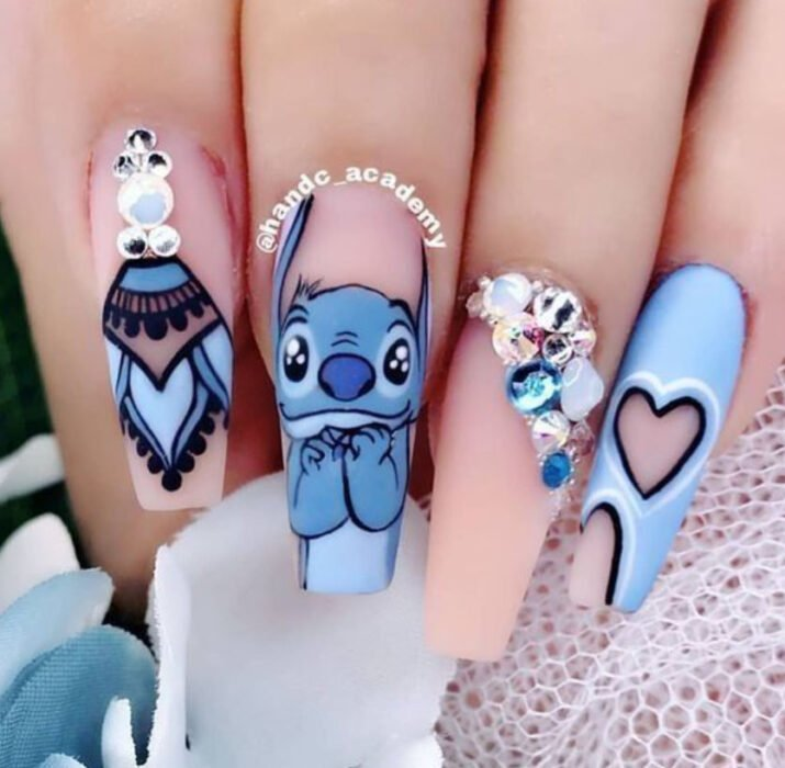 Disney-inspired manicure from the movie 'Lilo & Stich'