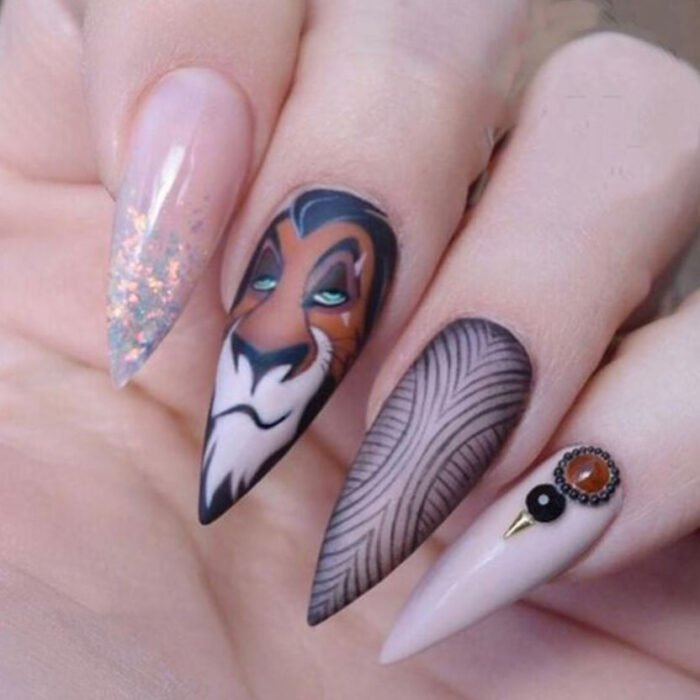 Manicure inspired by Disney, from the movie 'The Lion King'