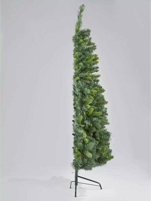Árbol de navidad a la mitad