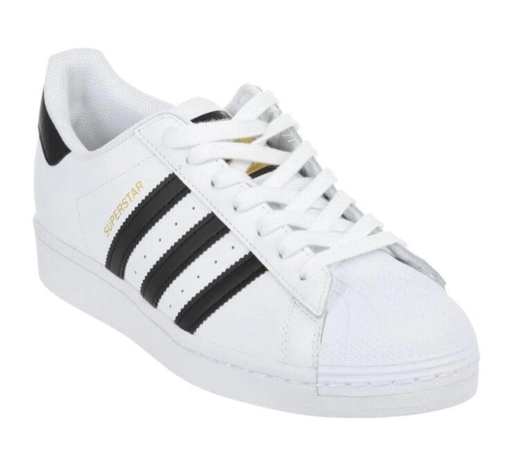 Tenis color blanco adidas de la colección superstar