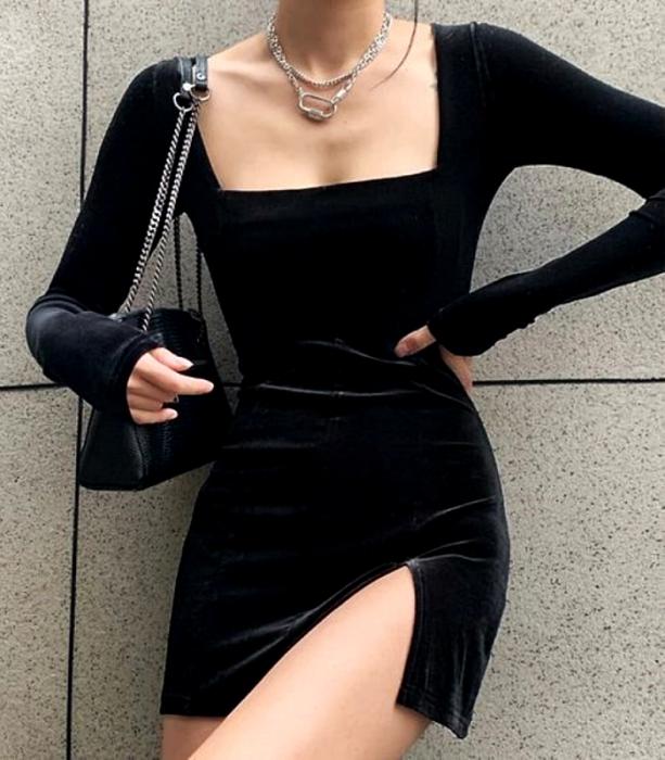 vestido negro de terciopelo de manga larga con cuello cuadrado y abertura en la pierna
