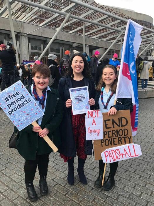 """Monica Lennon en una marcha del movimiento """"Period Poverty"""""""
