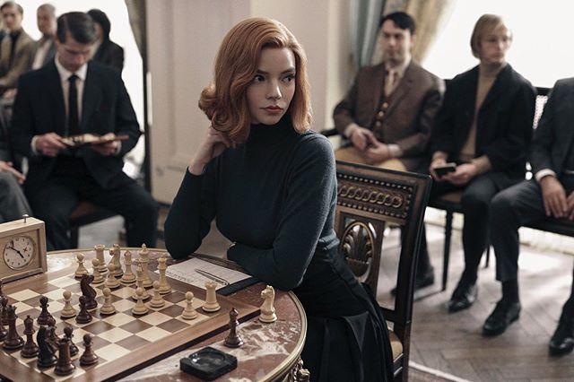 Anya Taylor-Joy como Beth en Gambito de dama