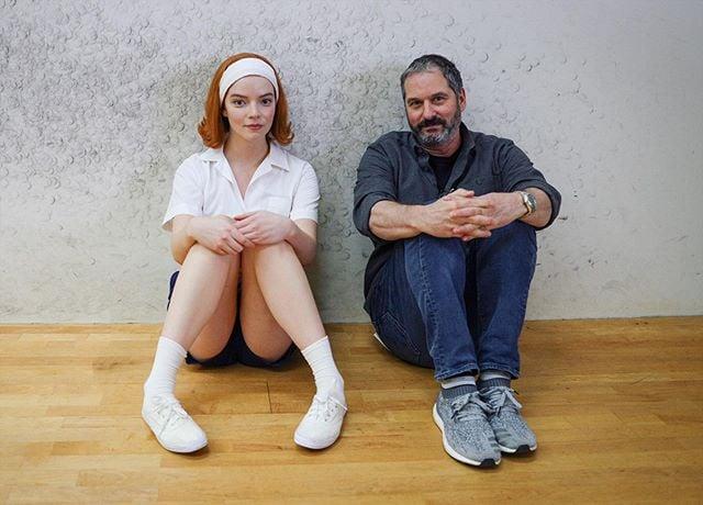 Scott Frank y Anaya Taylor-Joy en Gambito de dama; Razones para ver Gambito de dama