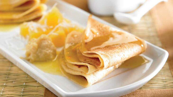 Crepas dulces bañadas en mermelada de naranja; recetas con crepas