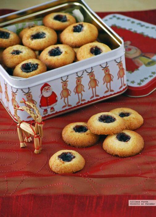 Galletas de coco con mermelada de arandanos; recetas de galletas y cupcakes navideños