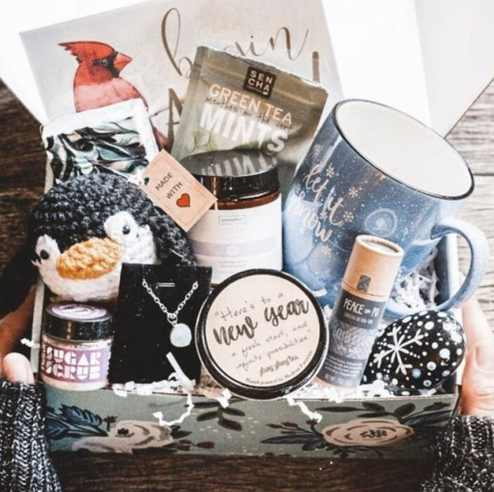 Cajita con varios regalos adentro