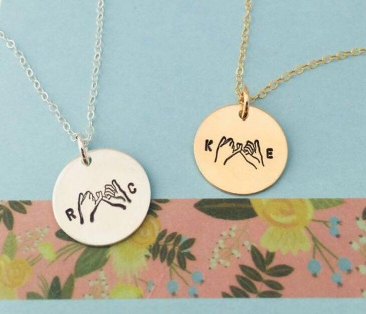 """Collares de la amistad de color plata y dorado con dije de grabado de """"pinky promise"""""""