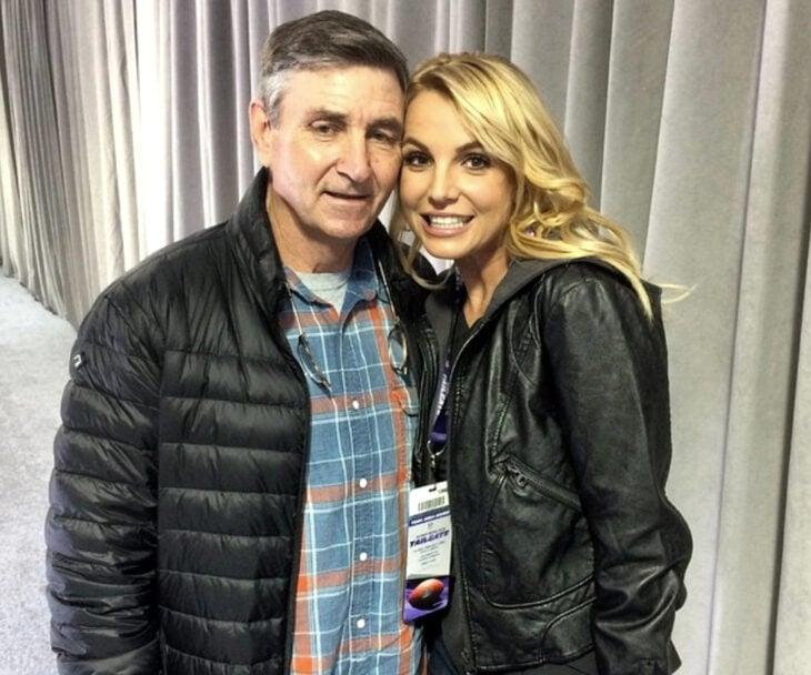 Cantante, princesa del pop Britney Spears junto a su padre James Parnell