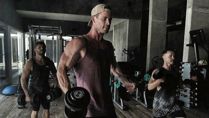 Chris Hemsworth entrenando para el papel de Hulk Hogan