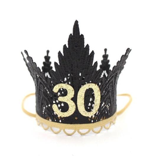 Diadema dorada con corona negra de cumpleaños con el número 30