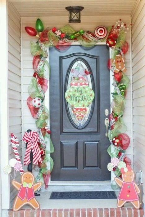 Decoración navideña de puerta en color verde con rojo