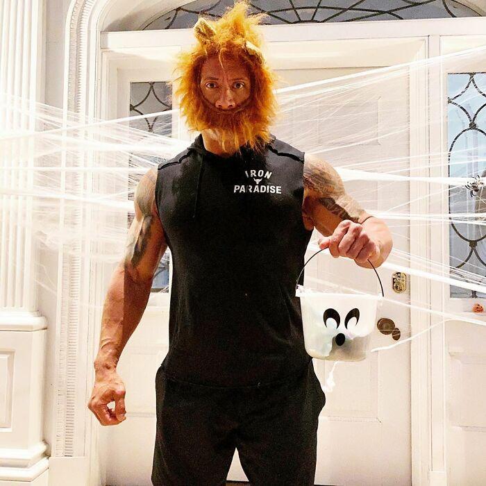 Dwayne Johnson 'La Roca' disfrazado como Mufasa