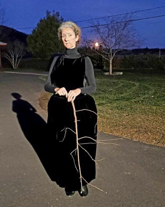 Celine Dion disfrazada como Nanny Mcphee