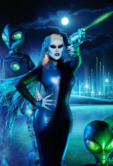 Christina Aguilera disfrazada como alien