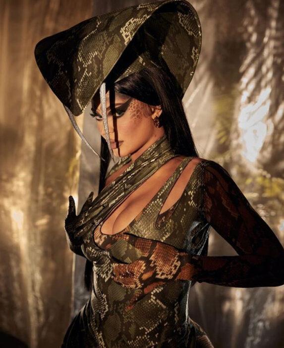 Kylie Jenner disfrazada como serpiente