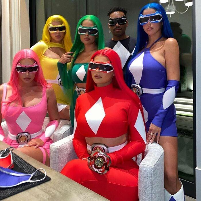 Kylie Jenner y amigos disfrazados como los Power Rangers
