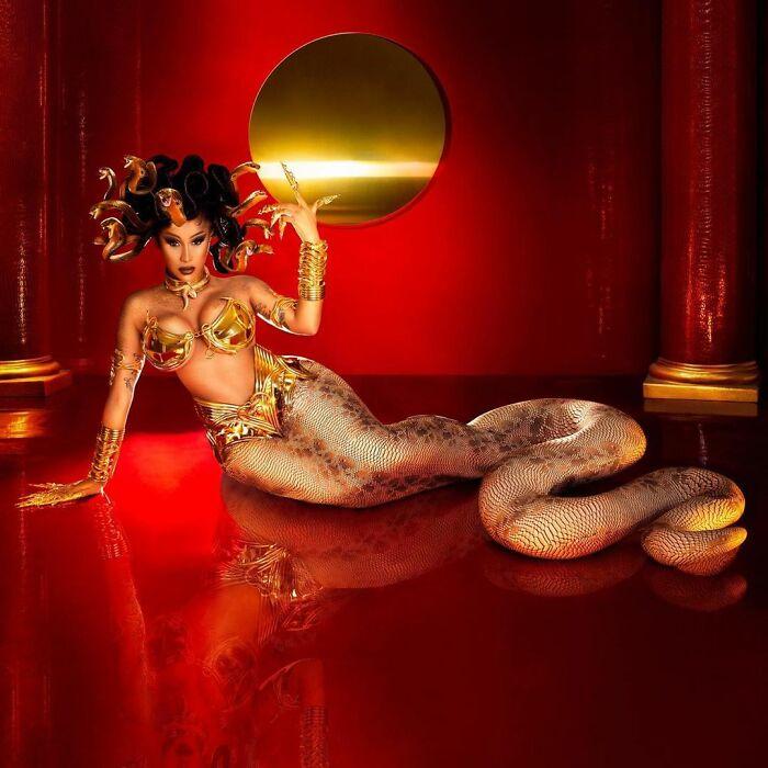 Cardi B disfrazada como Medusa
