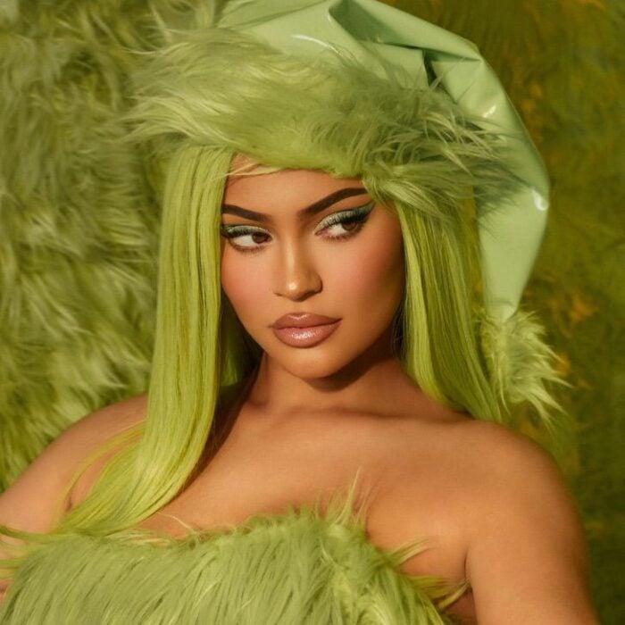 Kylie Jenner vestida de Grinch