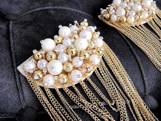 Shoulder pads with pearls and golden chains; Shoulder pads to decorate your clothes