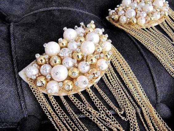 Hombreras con perlas y cadenas doradas; Hombreras para decorar tus prendas