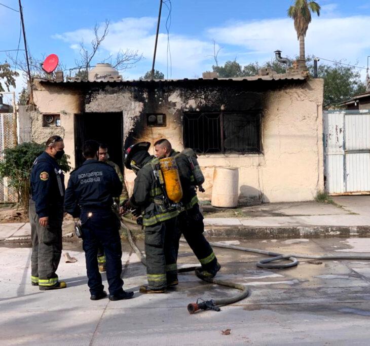 Familia en Chihuahua pierde todo en incendio de su casa y las redes sociales se unen para ayudarlo; bomberos fuera de domicilio