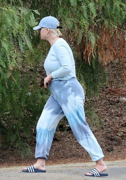 Katy Perry caminando por las calles de los ángeles y mostrando su cuerpo real