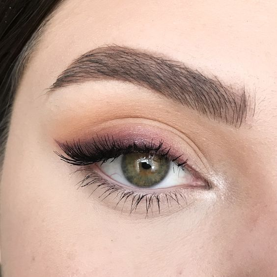 Simple eye makeup with soft lines made with brown, pink and orange eyeshadow