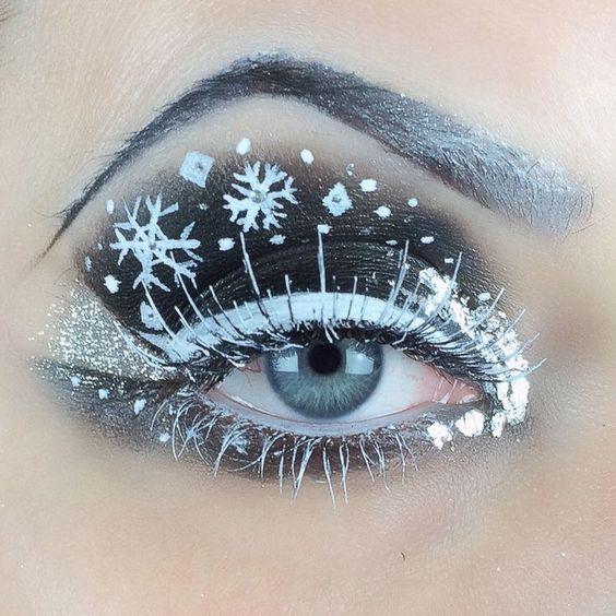 Chica con maquillaje navideño en color blanco, negro con copos de nieve; Maquillajes lindos para celebrar Navidad