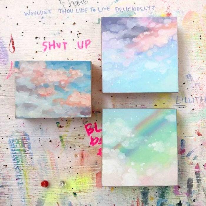 Minipintura en lienzo pequeño al óleo de cielo color pastel con nubes y arcoíris