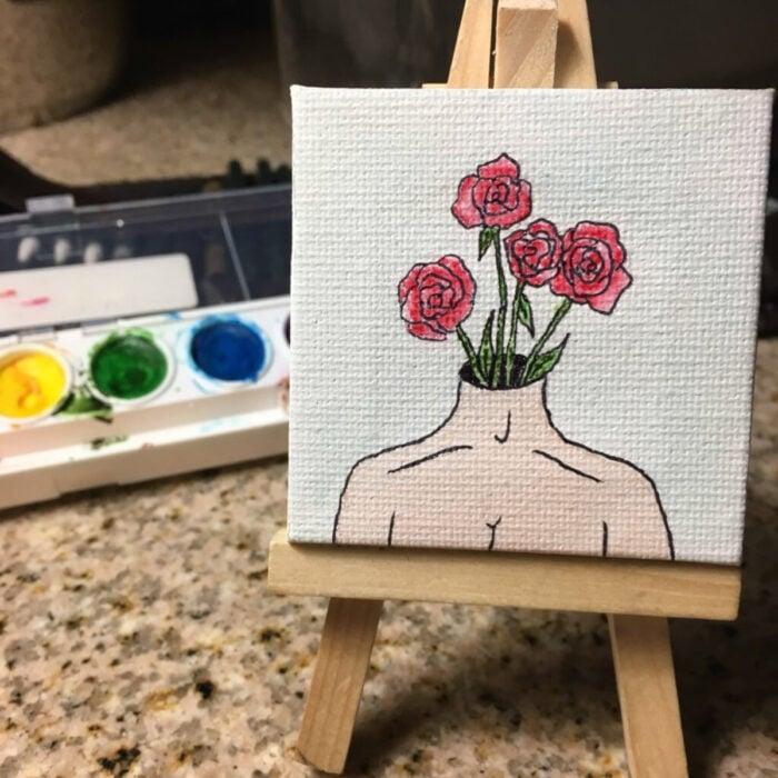 Minipintura en lienzo pequeño al óleo de persona con cabeza de flores rosas