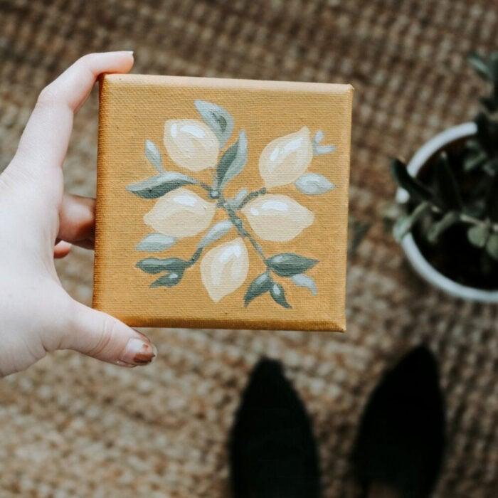 Minipintura en lienzo pequeño al óleo de una rama de árbol con limones