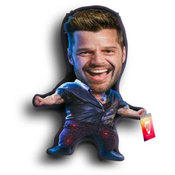 Peluche en forma de Ricky Martin