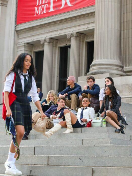 Nuevo casting de Gossip Girl en escalones del Met