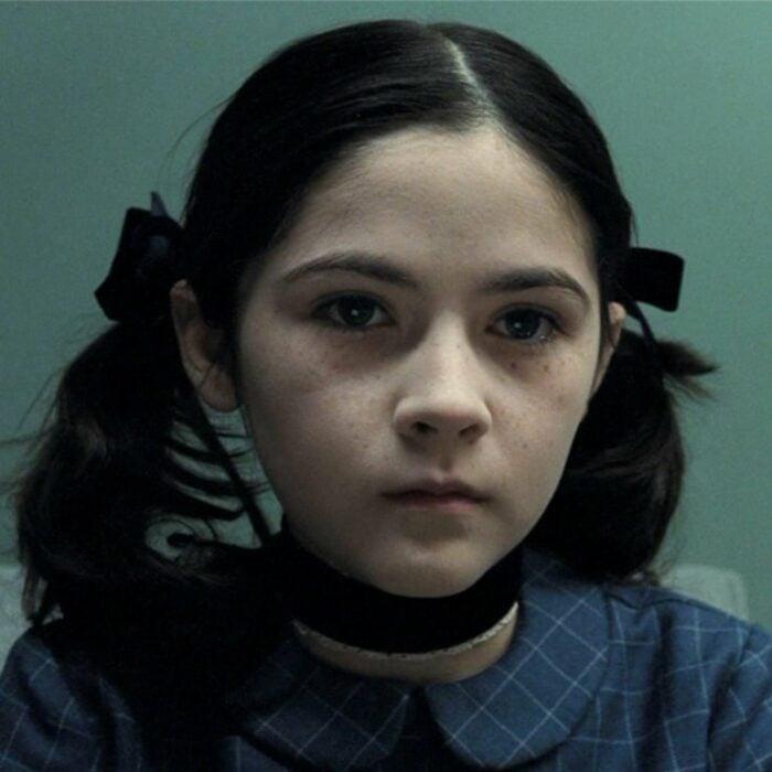 Escena de la película 'La Huérfana' en la que aparece una niña en un psiquiátrico