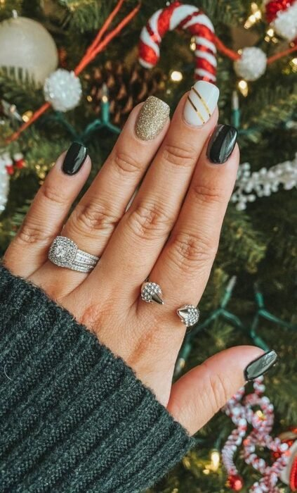 Green manicure with golden details; Glitter nails for Christmas