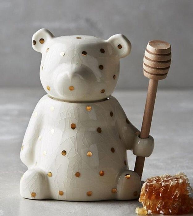 Utensilios bonitos y kawaii de cocina; recipiente de cerámica para la miel en forma de oso blanco con puntos dorados