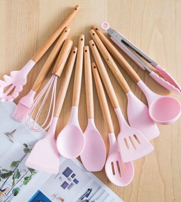 Utensilios bonitos y kawaii de cocina; juego de cucharones y espátulas color rosa