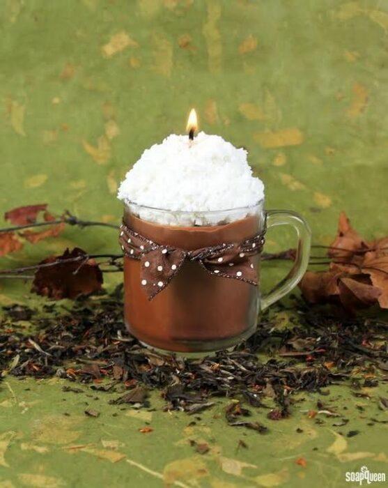 Vela aromática en forma de taza de chocolate caliente; Tutoriales para hacer tus propias velas aromáticas
