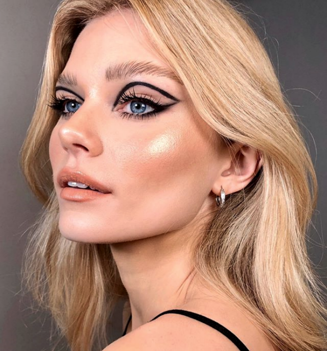 blonde girl wearing retro makeup, vintage 60s and 70s style with black graphic liner, nude and matte shadows, nude orange lipstick