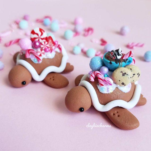 Tortuguitas cafés efecto galleta de jengibre con dulces y caramelos en el caparazón