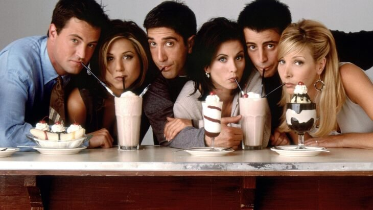 Escena promocional de la serie Friends;  Series y películas que se van de Netflix en diciembre