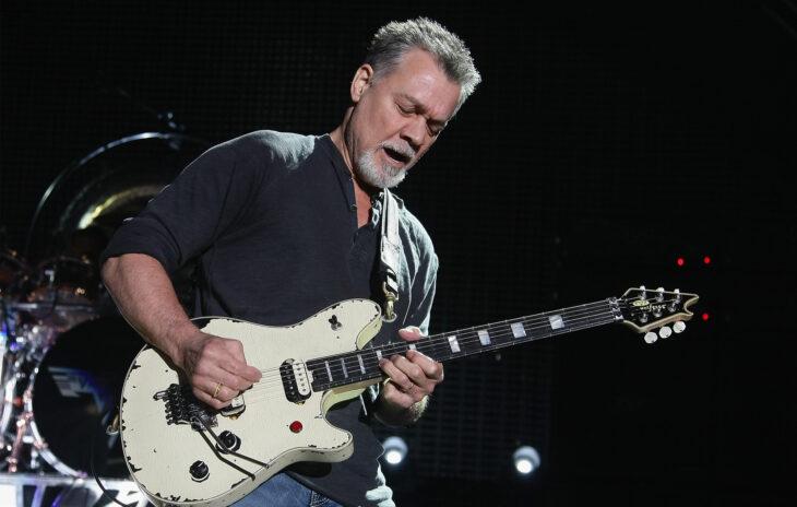 Eddie Van Halen tocando la guitarra; 13 Famosos que partieron de este mundo en 2020