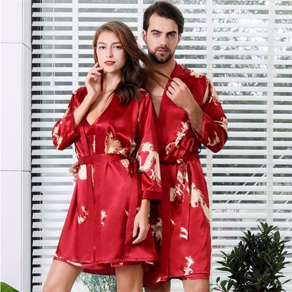 Pareja de novios llevando pijama de seda en color rojo; 14 Hermosos pijamas para usar en pareja