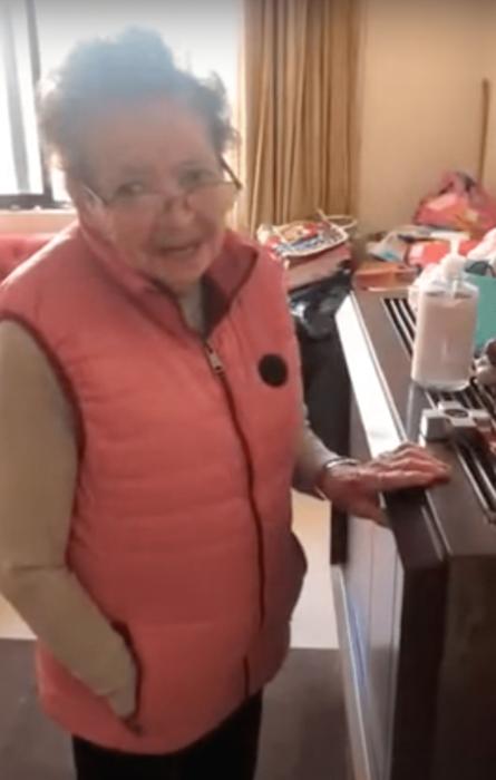 Abuelita pide a Alexa canciones de agustín lara