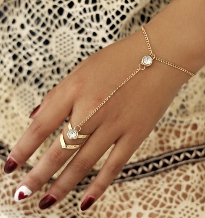 Minimalist gold bracelet, with diamonds and arrow ring, for the hand