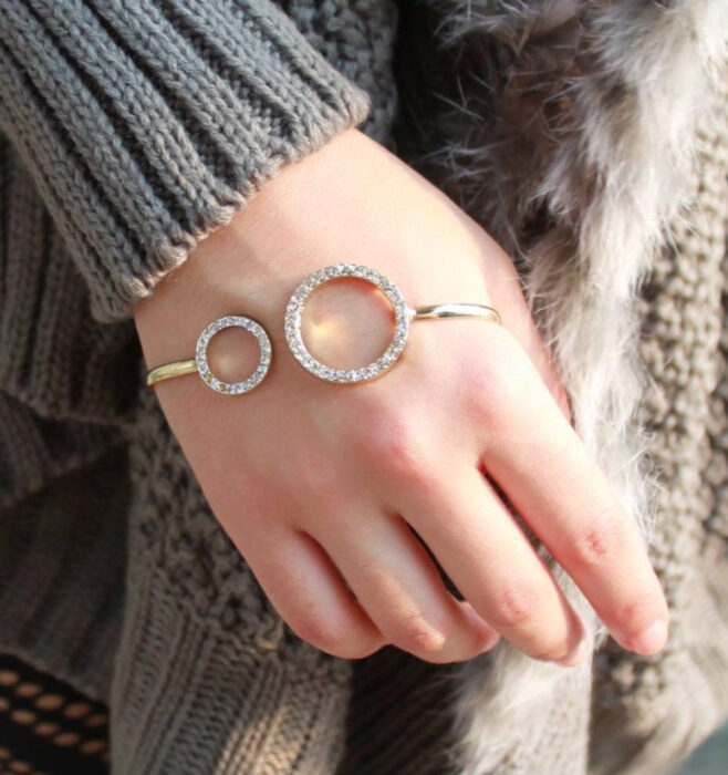 Golden bracelet with diamonds, for the hand